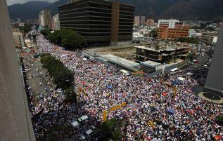 2014-02-22T173847Z_01_CAR08_RTRIDSP_3_VENEZUELA-PROTESTS-23-02-2014-08-02-23-236