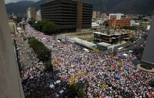 2014-02-22T173847Z_01_CAR08_RTRIDSP_3_VENEZUELA-PROTESTS-23-02-2014-08-02-23-236