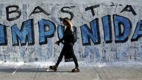 ©http://www.cfr.org/argentina/mysterious-death-rocks-argentina/p36132 Graffiti in Buenos Aires that reads,