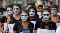 "Salvadoran women march to free ""Las 17,"""